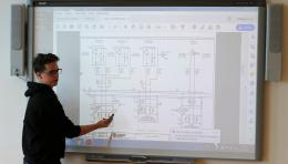 Fluidní technika - Regulace hydromotorů při klemování1