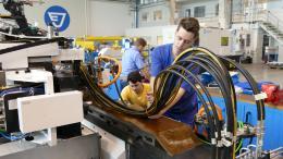 Vyvázání hydraulických hadic pro unášecí vřeteno na pracovním stole